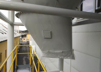 Obr. 1 - Vyosený přechod kruhového průřezu na obdélníkový z plechu tloušťky 6 mm vyrobený postupnými ohyby.