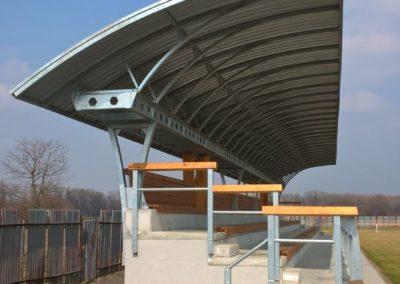 Obr. 23 - Na rekonstrukci areálu fotbalového klubu FC Nivnice jsme se podíleli výrobou střechy tribuny